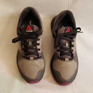 Reebok Shoes Gray Size 8.5 Laces up Running